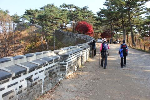 ソウル郊外の南漢山城(ナマンサンソン)で遠足気分_a0223786_1155084.jpg