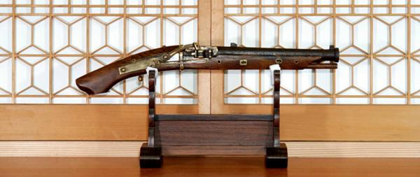 トケイヤーの「ユダヤ製国家日本」2:いま蘇る鉄砲伝来の真実!_e0171614_1320425.jpg