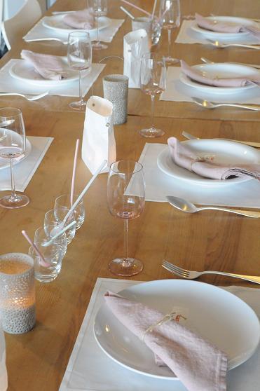 今月のテーブルはベージュピンクで。_c0116778_1225158.jpg