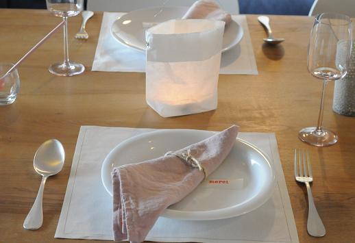 今月のテーブルはベージュピンクで。_c0116778_12261292.jpg