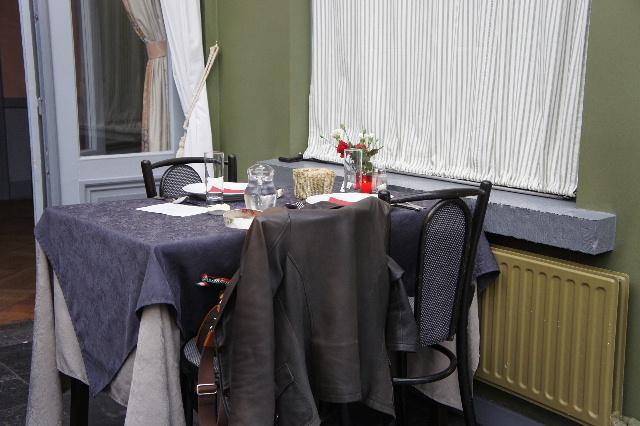 ベネルクスの旅の食事と酒 (6) ゲントでのカルボナードのランチ_c0011649_450732.jpg