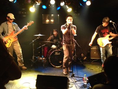 A Band Goes On_e0061304_2339338.jpg