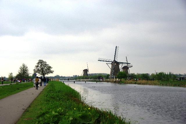 ベネルクスの旅の食事と酒 (9) 風車と陶器とアムステルダム_c0011649_22405671.jpg