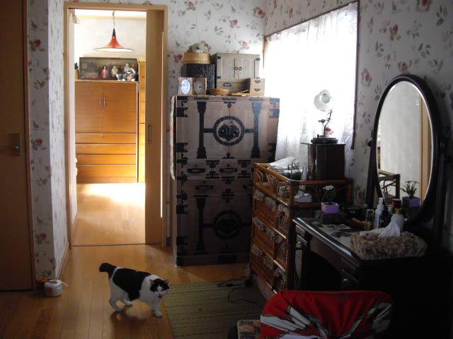 ジャ~ン!これがおばあちゃんの部屋?_d0116059_21413361.jpg