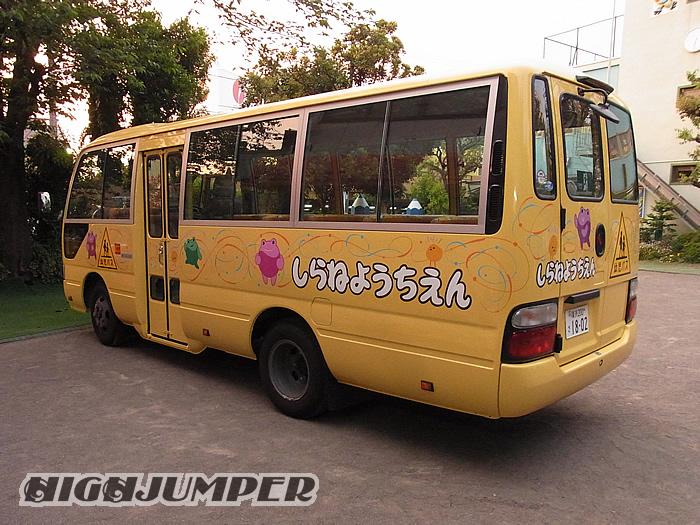 幼稚園バスへのピンストライプ_c0223486_23424922.jpg