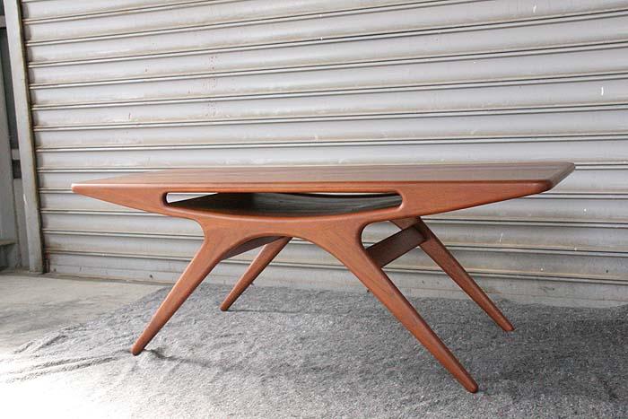 「UFOテーブル」_c0211307_1617258.jpg
