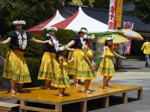 陶器祭り3日目ステージイベント フラダンス_a0246457_12574120.jpg