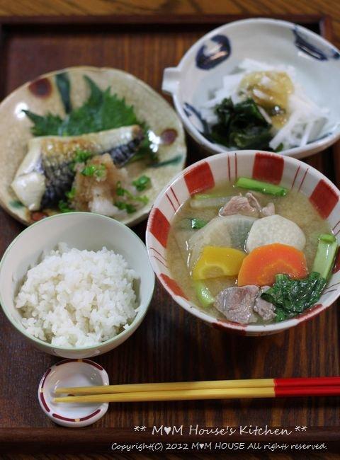 あ~ 楽ちん(^。^)弁当 ☆ 豚汁定食♪_c0139375_1235162.jpg