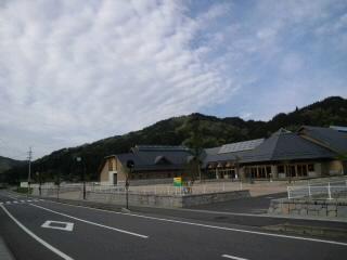 子ども達の登校を待つ川内小学校_d0027486_21175897.jpg