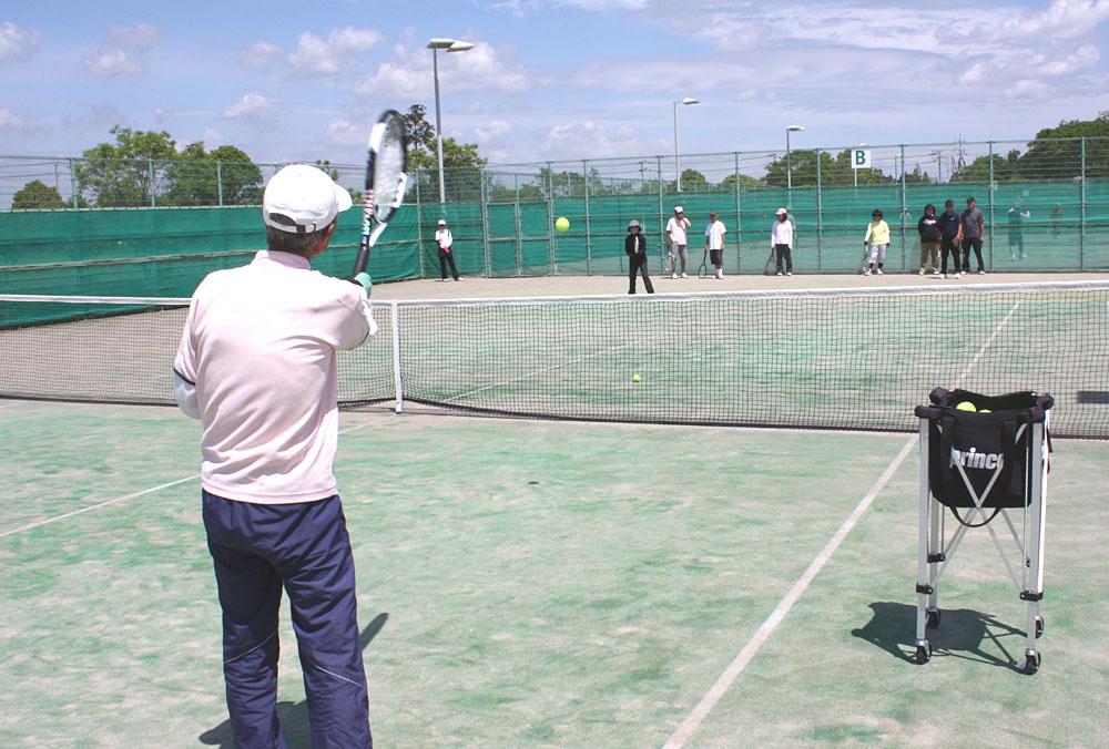 シニアテニスクラブの練習風景_b0114798_16185551.jpg