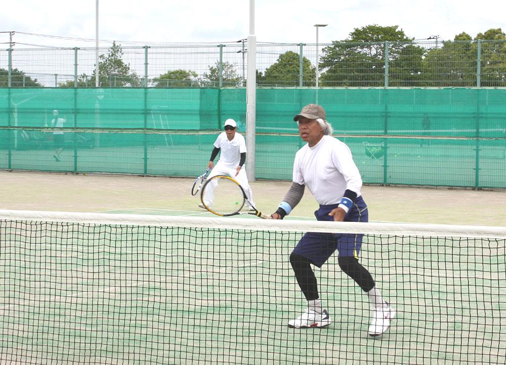 シニアテニスクラブの練習風景_b0114798_16221581.jpg