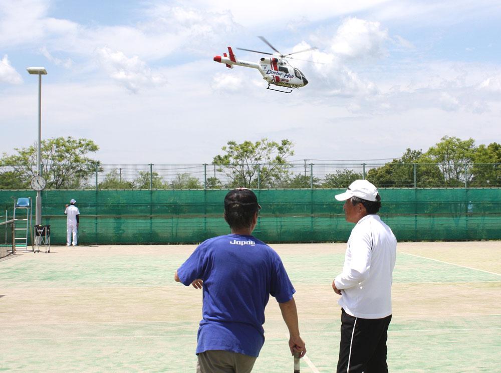 シニアテニスクラブの練習風景_b0114798_1624590.jpg