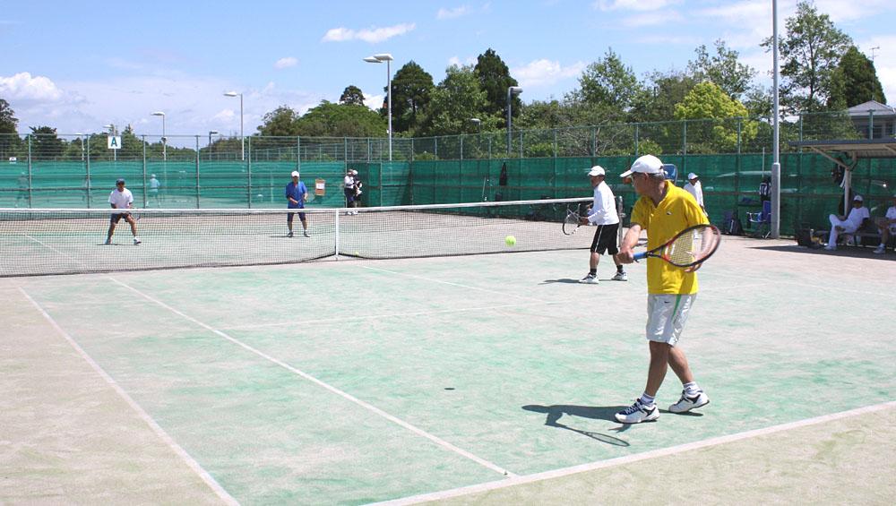 シニアテニスクラブの練習風景_b0114798_16265960.jpg