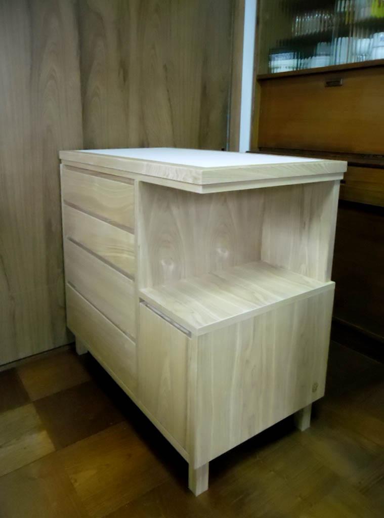 キッチンの整理家具_f0171785_1812527.jpg