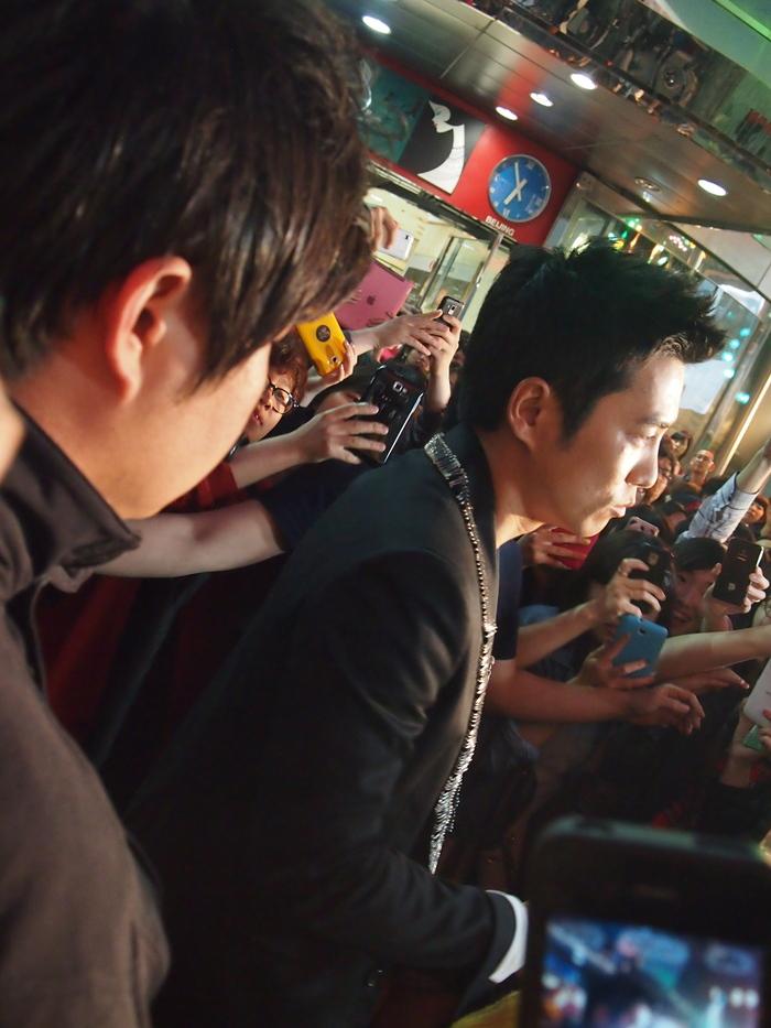 2012 5月 ソウル 3日目 こんばんは   ーーー 明洞での出来事  有名な男優さんに遭遇_f0062122_0402438.jpg