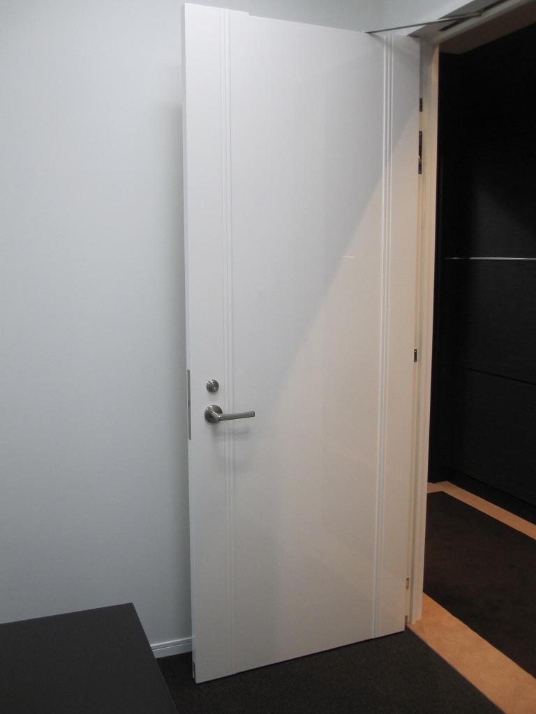 オフィスの扉へのガラスコーティング(GT-C)、取付後はこのような感じです。_d0147165_14511762.jpg
