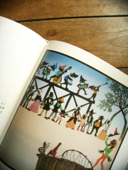 ノスタルジックな影絵の世界と ケロヨンのポスター。_d0077603_16202264.jpg