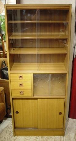 小ぶりな食器棚 70年代・日本製 入荷!!_a0096367_2112673.jpg