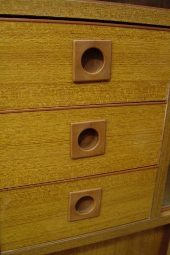 小ぶりな食器棚 70年代・日本製 入荷!!_a0096367_21132122.jpg