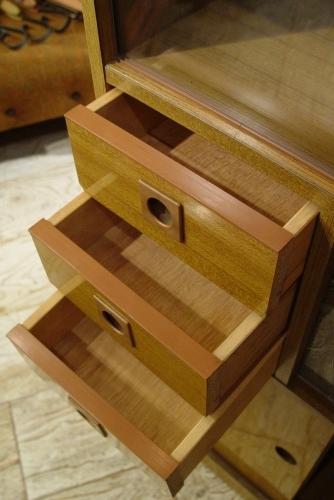 小ぶりな食器棚 70年代・日本製 入荷!!_a0096367_2113245.jpg