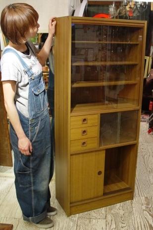小ぶりな食器棚 70年代・日本製 入荷!!_a0096367_21134916.jpg