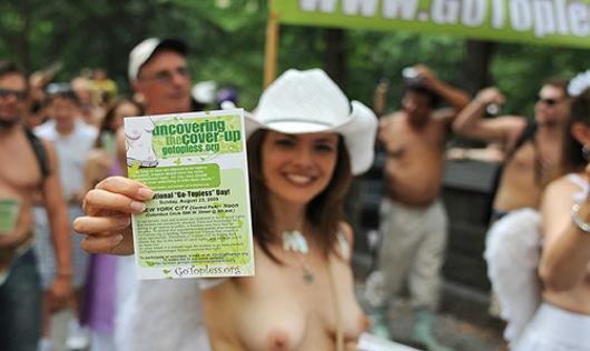 ニューヨークの街角にトップレス姿の女性が増えるかも???_b0007805_8324810.jpg