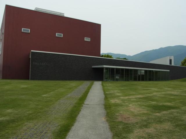 奈義町立現代美術館_b0010094_21335395.jpg
