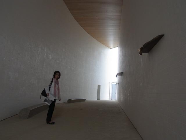奈義町立現代美術館_b0010094_21394490.jpg
