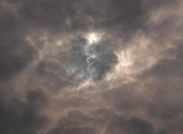 金環日食   5月21日 [月]_e0018604_8572680.jpg