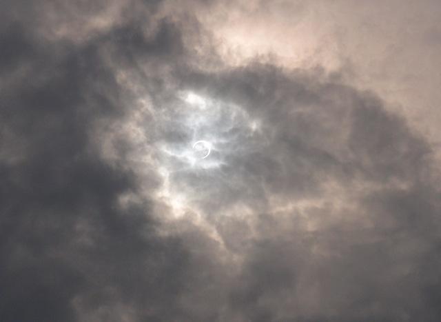 金環日食   5月21日 [月]_e0018604_8594628.jpg