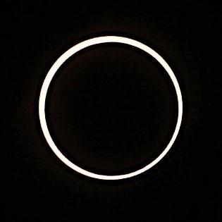 金環日食〜天俄に曇て日の光も見えず、闇の夜の如くに成りたれば_e0158128_215624100.jpg