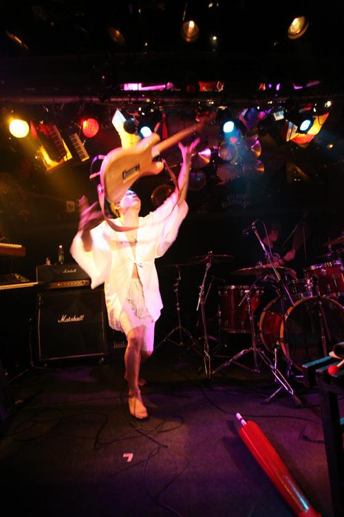 金屬惠比須ライヴ2012(その14) ヱビス対ヰナマス!!_c0112245_2332492.jpg