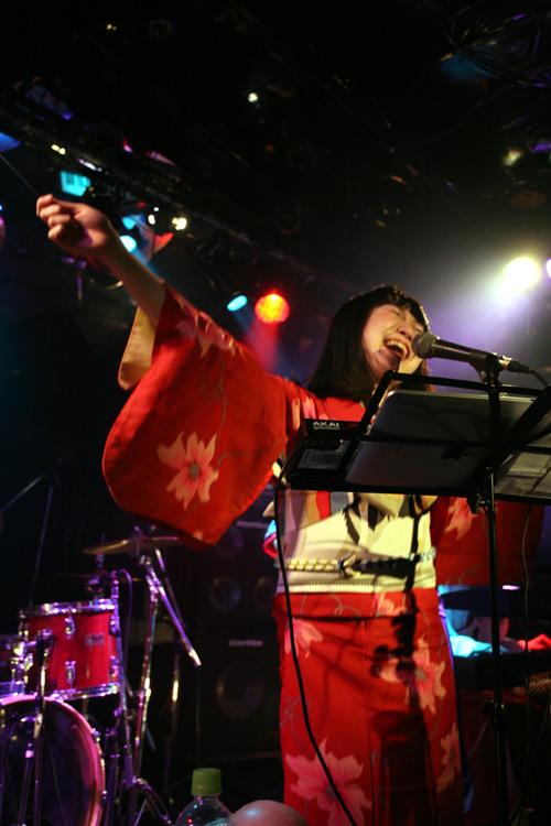 金屬惠比須ライヴ2012(その14) ヱビス対ヰナマス!!_c0112245_23334831.jpg