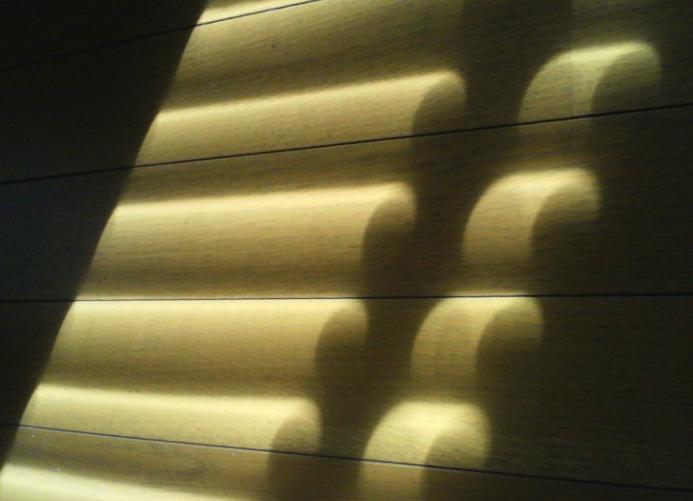 木製ブラインドに見る、光と影。_c0157866_10404422.jpg