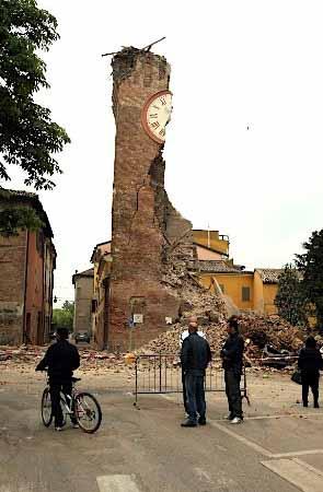 伊北部で地震、6人死亡 M6・0 + 原発危機の遠因は小泉・竹中政権時代に仕込まれた + /放射脳_c0139575_3361056.jpg