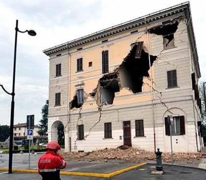 伊北部で地震、6人死亡 M6・0 + 原発危機の遠因は小泉・竹中政権時代に仕込まれた + /放射脳_c0139575_3542665.jpg