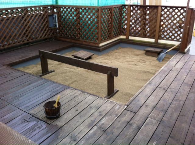 砂場整備中_f0165190_16583364.jpg