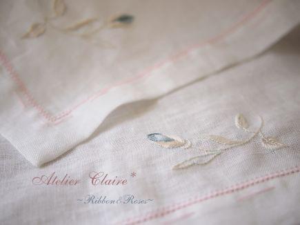 Ribbon&Rosesのテーブルクロス 製作経過 ローズの蕾の刺繍_a0157409_1893161.jpg