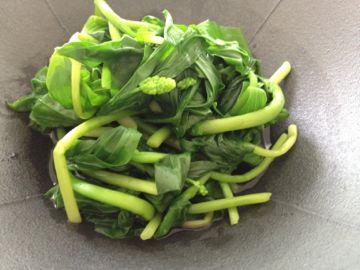 北海道の山菜2012年 ① 雪笹 いらくさ そして 二輪草_e0134337_13231056.jpg