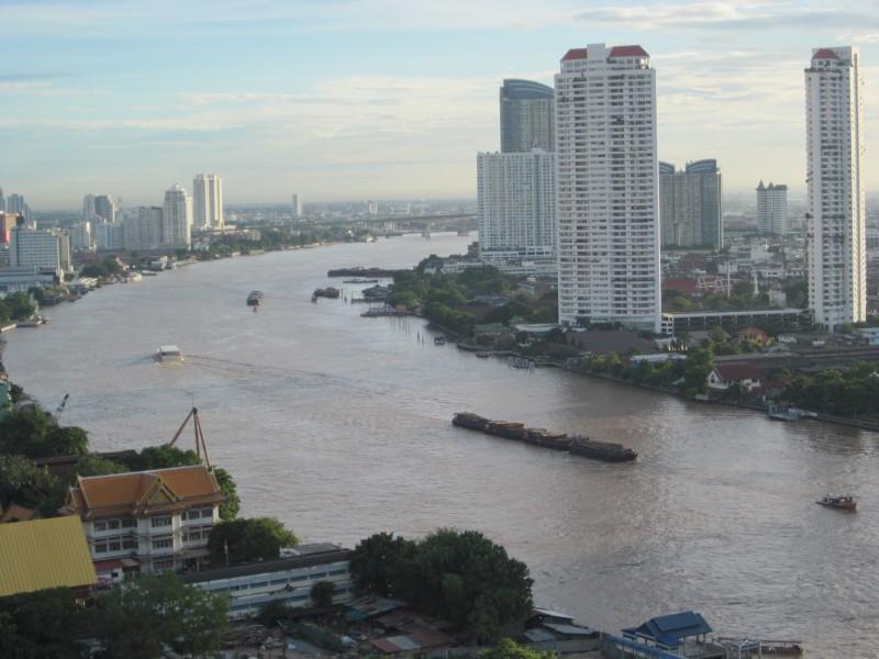 Mae Nam Chao Phraya          ~チャオプラヤ川_d0103566_23554251.jpg