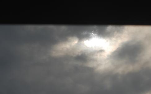 雲の切れ間の金環日食_d0091671_13331953.jpg