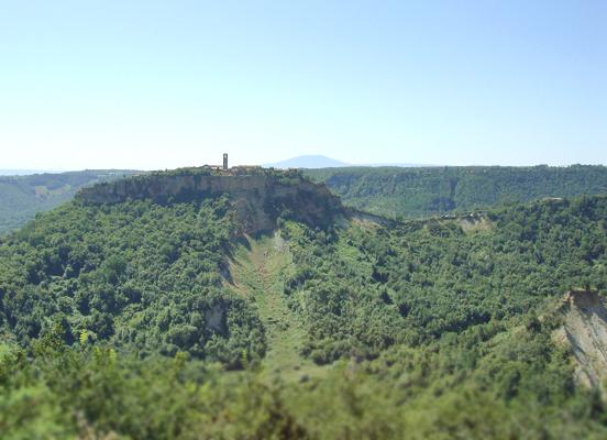 チヴィタ・ディ・バニョレージョ 1. 死を背に ひとり佇む陸の孤島_f0205783_1415694.jpg