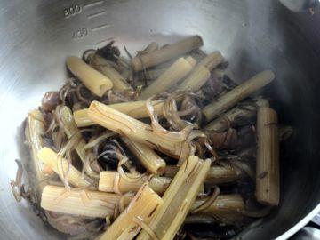 北海道の山菜2012年 ② 山蕗 炒め煮と佃煮_e0134337_14452610.jpg