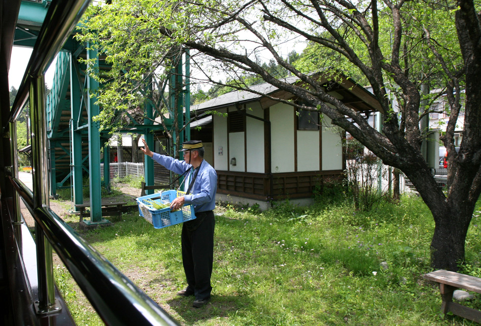 わたらせ渓谷鉄道 トロッコ列車1 足尾_e0127948_19115257.jpg