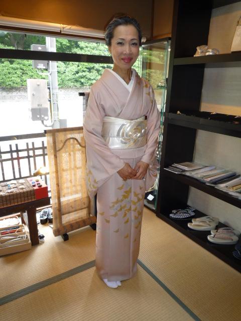 加藤ますえさん・素敵な日傘とお洒落な装い。_f0181251_15174269.jpg