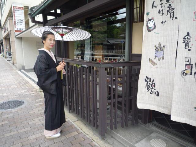 加藤ますえさん・素敵な日傘とお洒落な装い。_f0181251_1581461.jpg