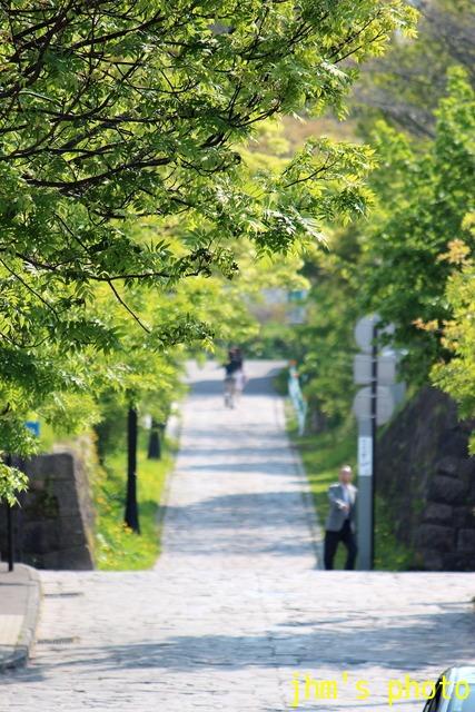 桜散る元町の散策と女神へのメッセージ_a0158797_23463015.jpg