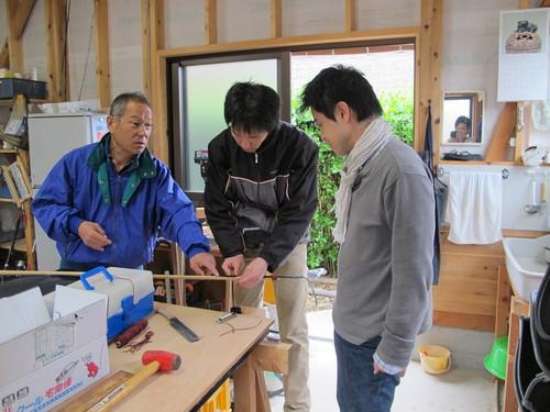 松新さんとワカメ鎌に柄をつける_a0122123_950273.jpg