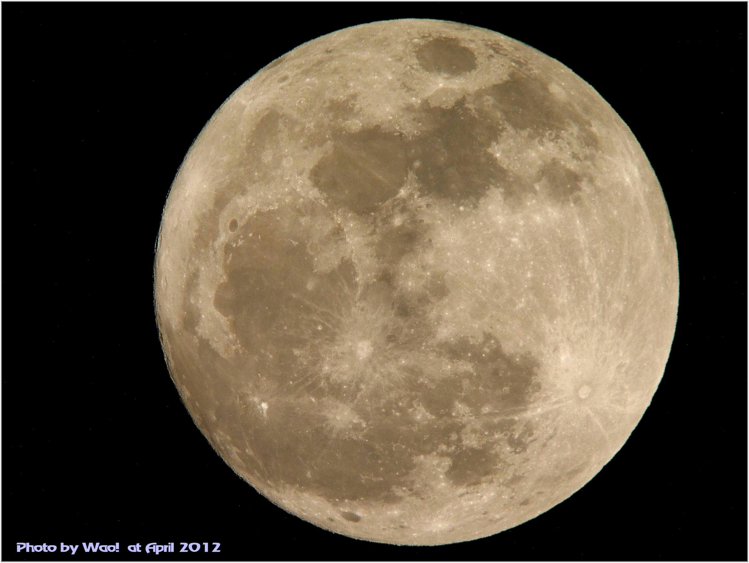 ほぼ満月_c0198669_21571933.jpg