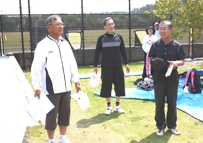 シニアテニスの交流大会に参加_b0114798_10103740.jpg